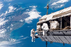STS-116_spacewalk_1.jpg